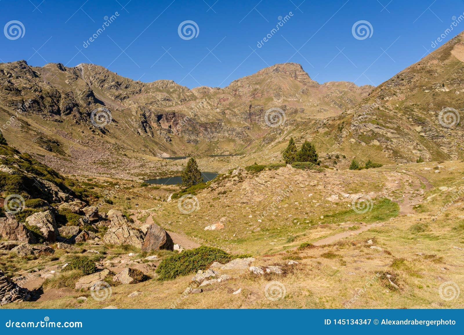 Bergmening in Parc Natural DE La Vall DE Arteny, de Pyreneeën, Andorra