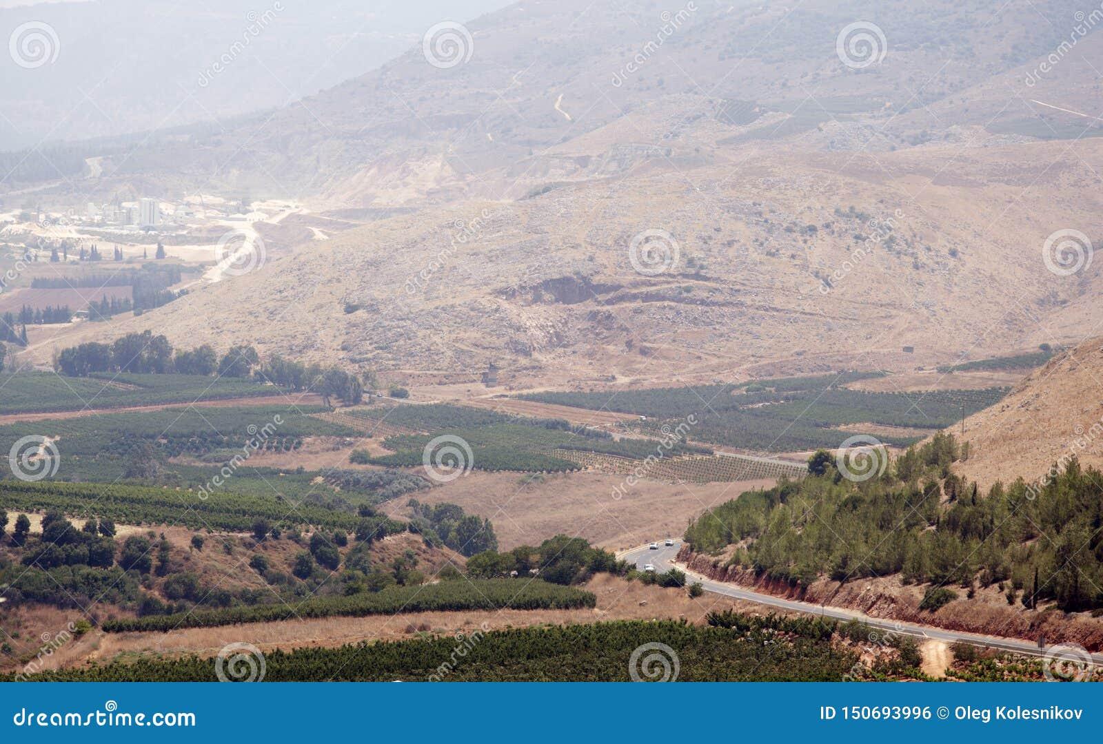 Bergsikter och druvafruktträdgårdar i nordliga Israel