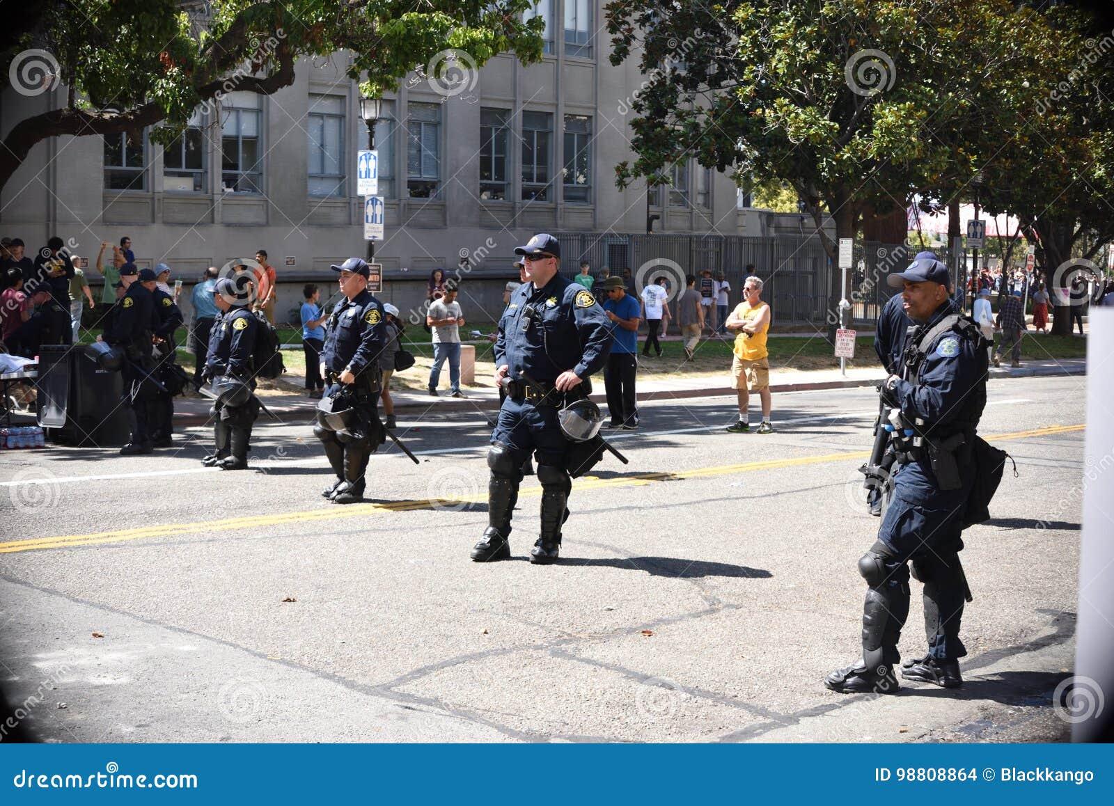 Berkeley Protests Against Fascism rasism och Donald Trump