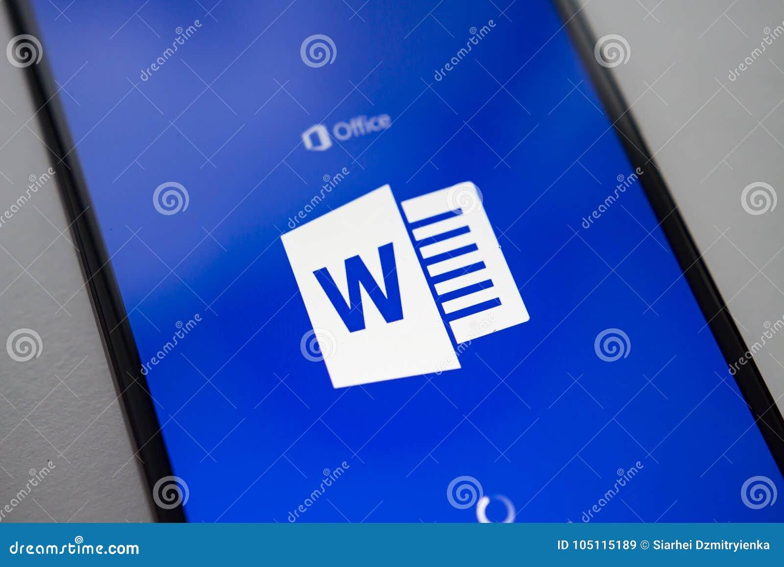 Berlín, Alemania - 19 De Noviembre De 2017: Uso De Microsoft Word En ...