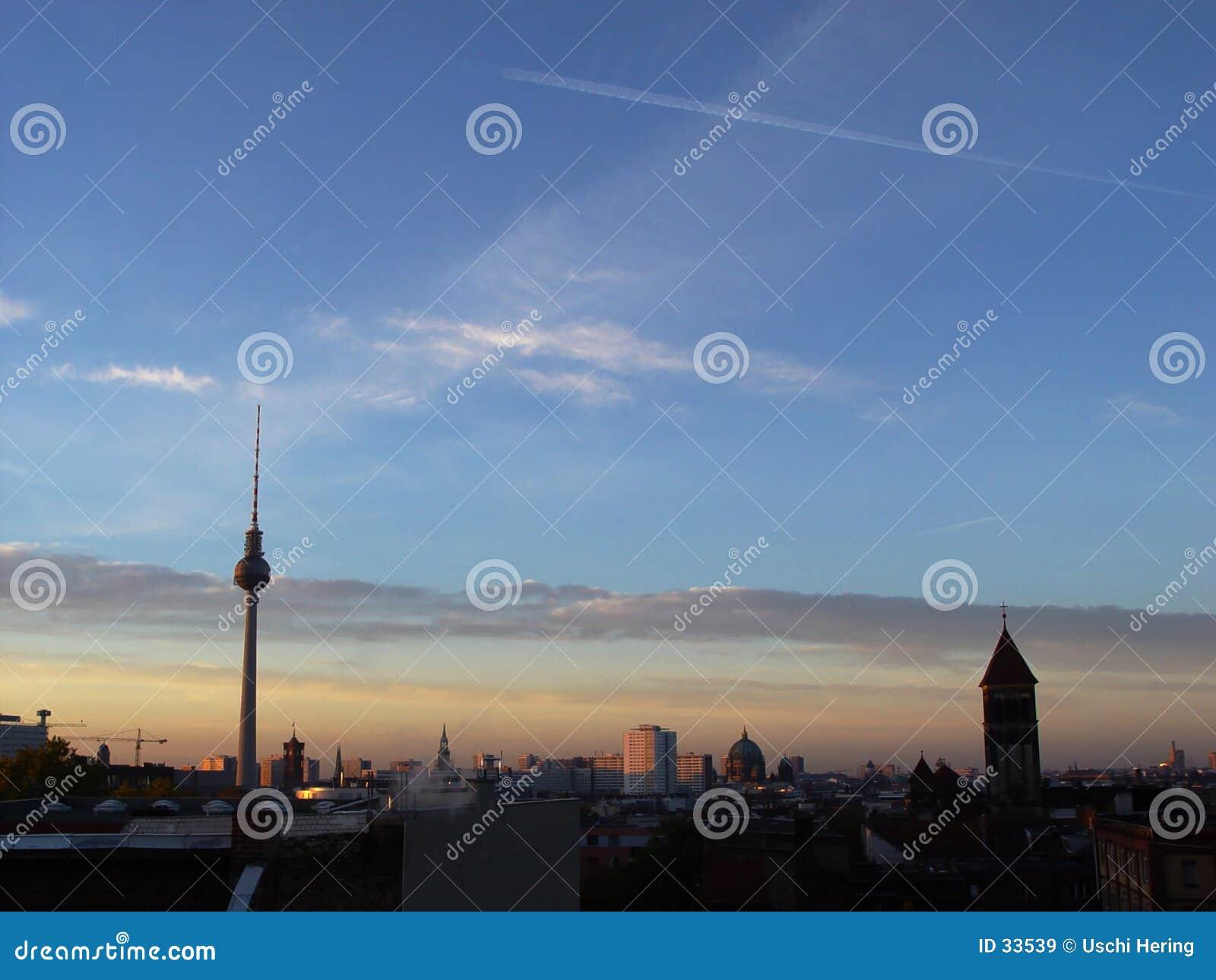 Download Berlín que despierta imagen de archivo. Imagen de azoteas - 33539