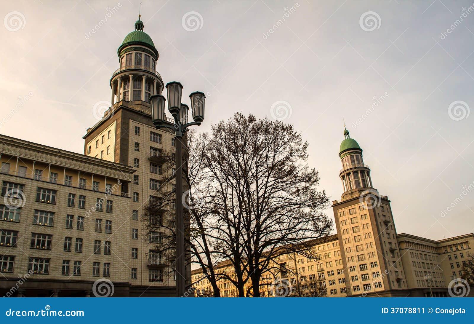 Download Berlińska fasada obraz stock. Obraz złożonej z neoclassicism - 37078811