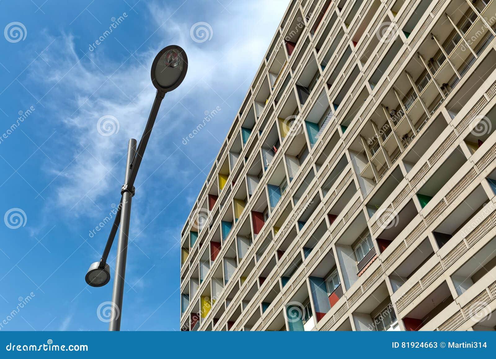 BERLIJN, DUITSLAND - JULI 2014: Corbusier Haus werd langs ontworpen
