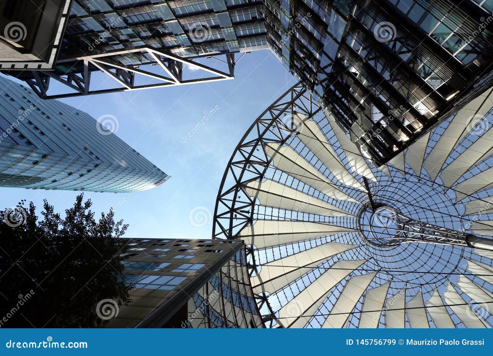 Berlijn 06/14/2018 Moderne architectuur van Sony Center in Potsdamer Platz
