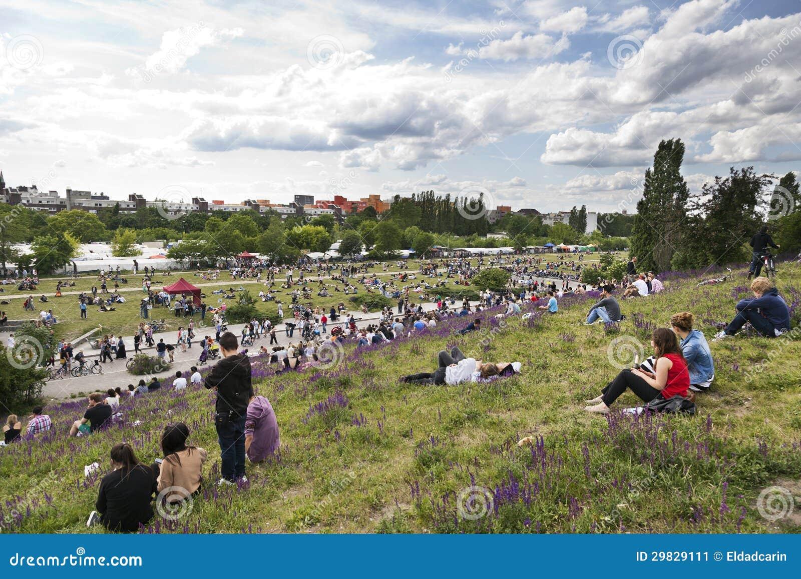 Domingo no parque Berlim Alemanha de Mauer