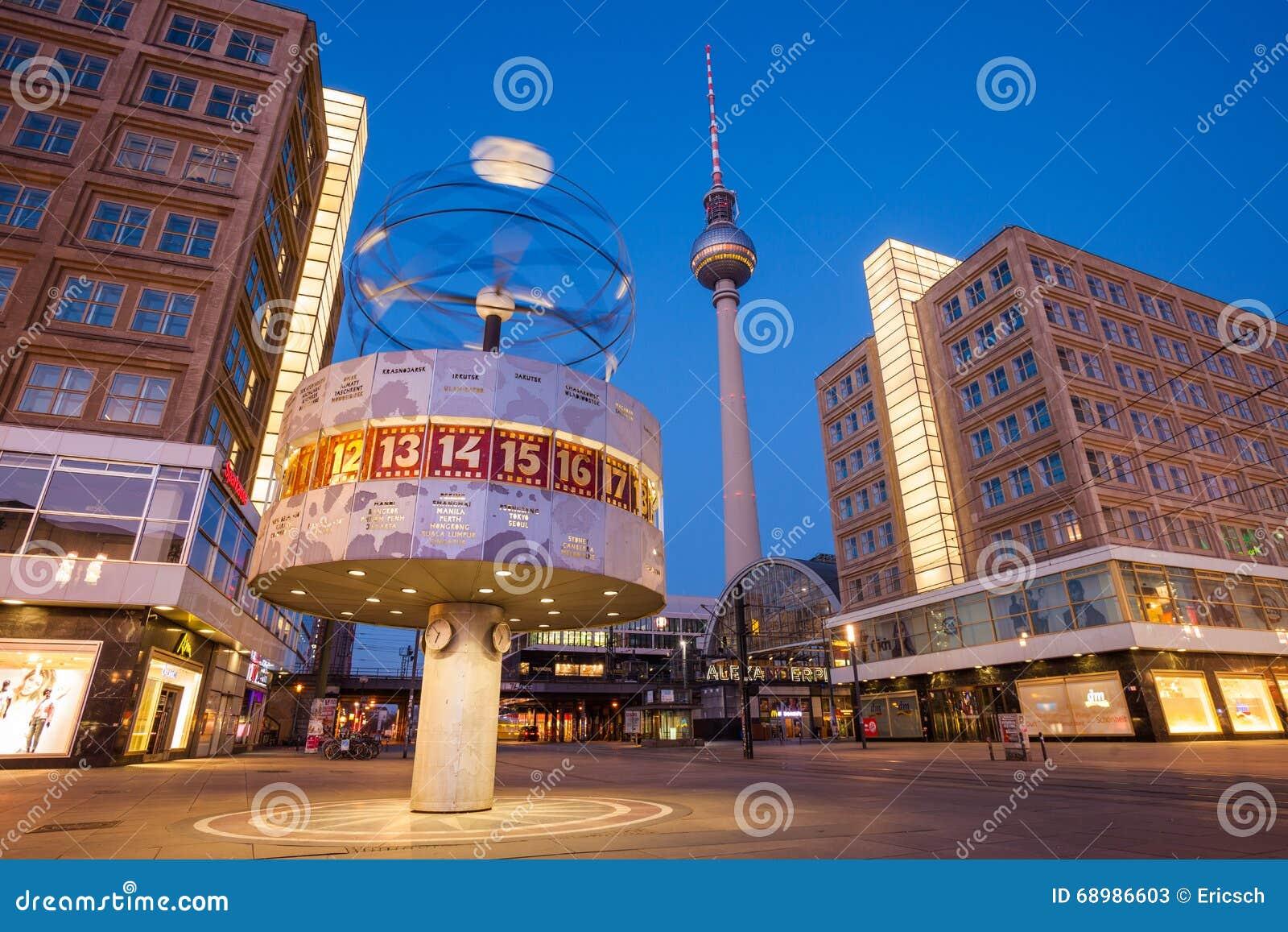 Berlin Alexanderplatz y reloj mundial