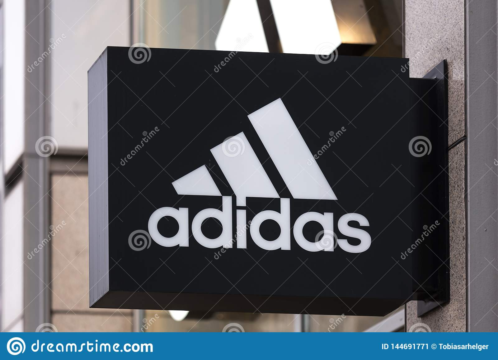 Berlin, Brandenburg/Deutschland - 22 12 18: Adidas unterzeichnen herein Berlin Deutschland