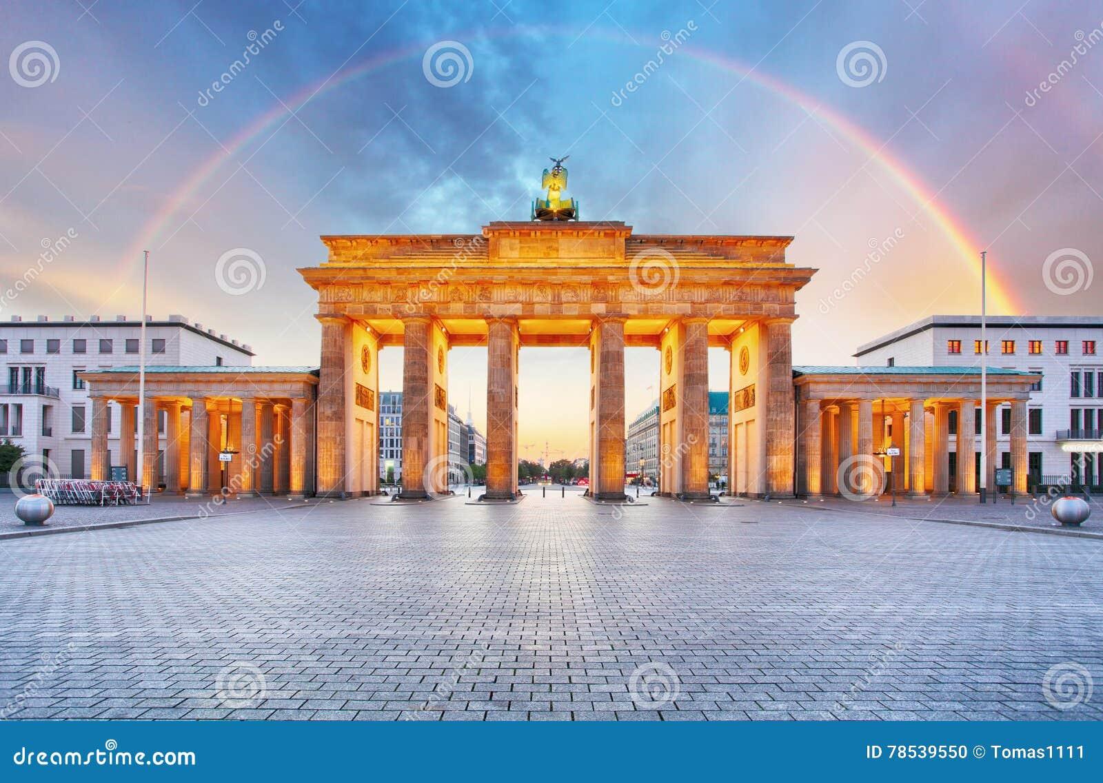berlin brandenburger tor mit regenbogen stockfoto bild. Black Bedroom Furniture Sets. Home Design Ideas