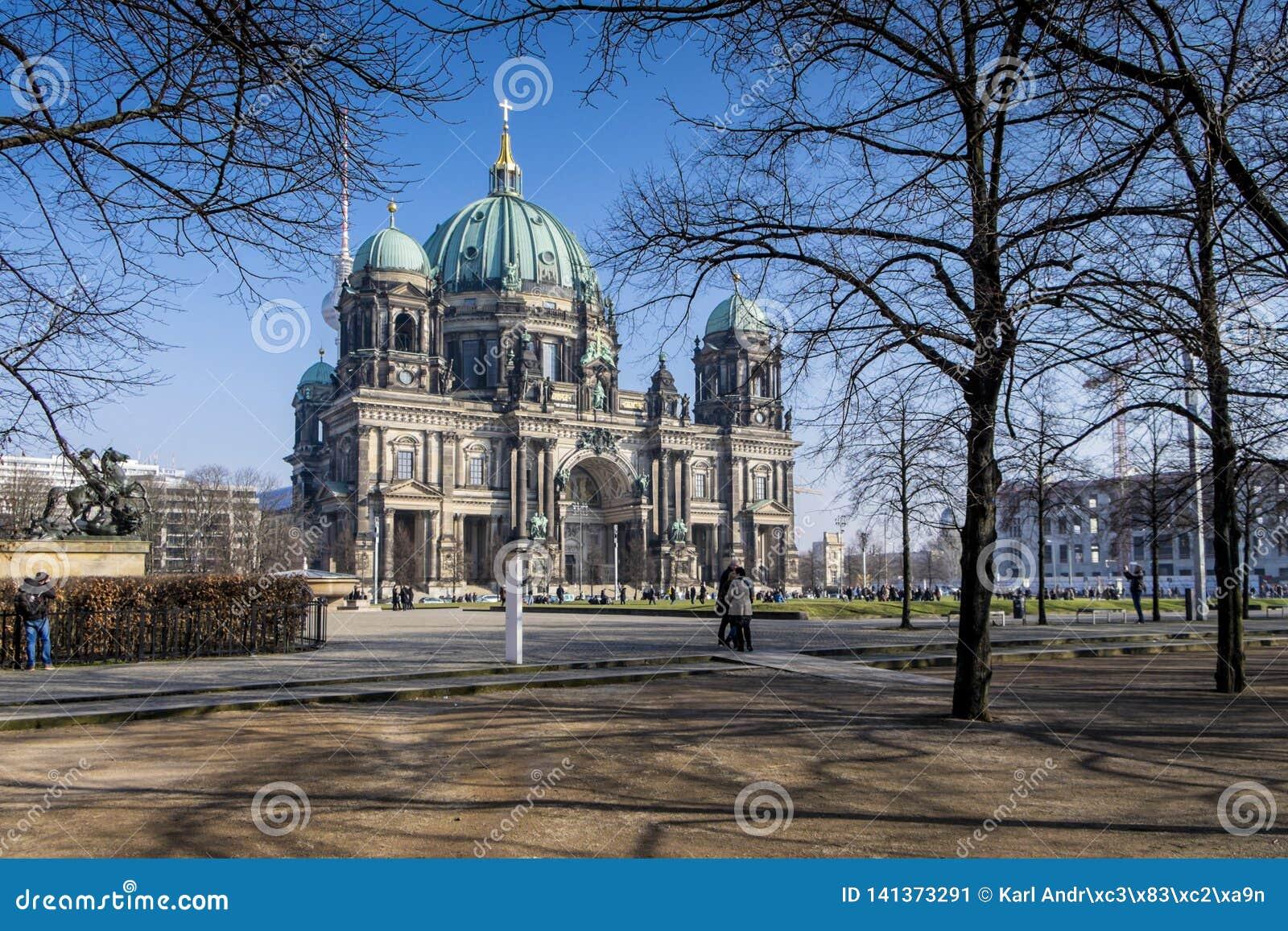 Berlin Cathedral en el invierno