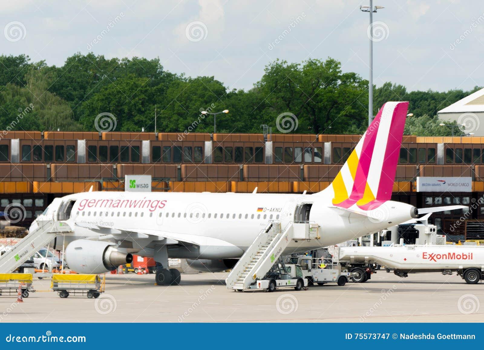 BERLIN, DEUTSCHLAND - 22. JUNI 2016: Eurowings, Germanwings-Flugzeug
