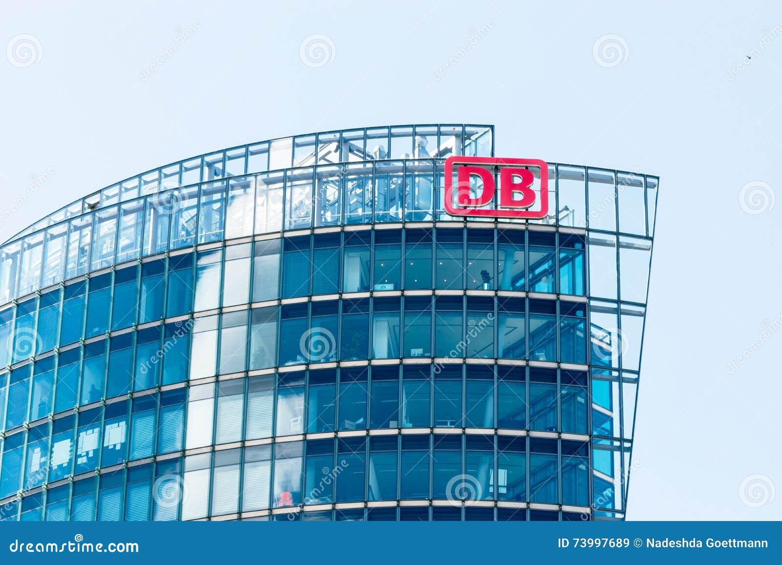 BERLIN, DEUTSCHLAND - 22. JUNI 2016: Hauptsitze von Deutsche Bahn