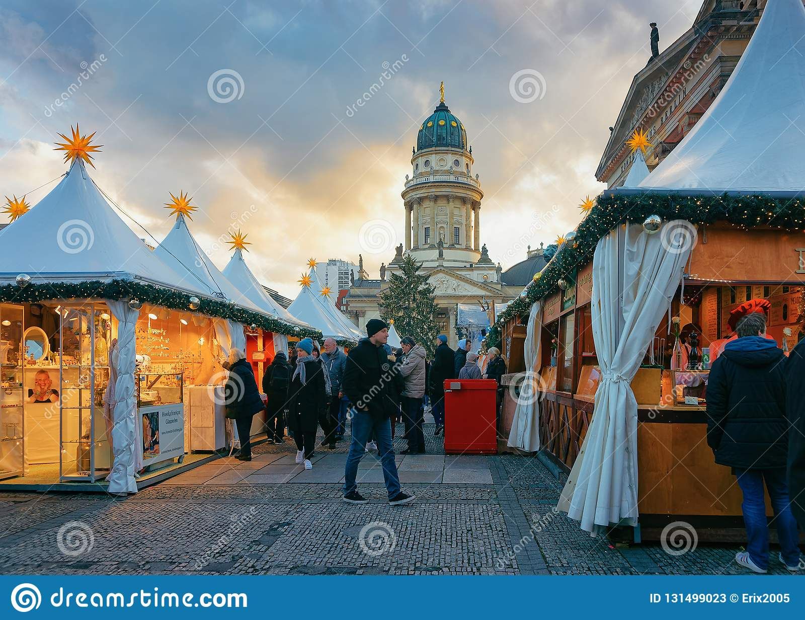 berlin germany december 8 2017 people on christmas. Black Bedroom Furniture Sets. Home Design Ideas