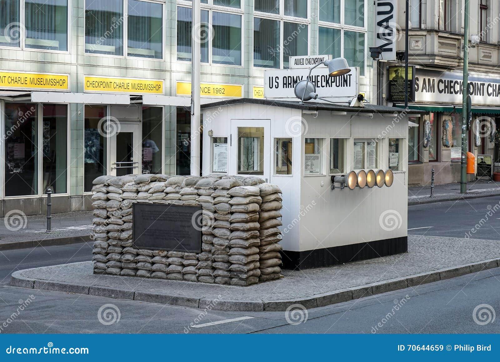 BERLIN GERMANY/EUROPE - SEPTEMBER 15: Checkpoint Charlie i är