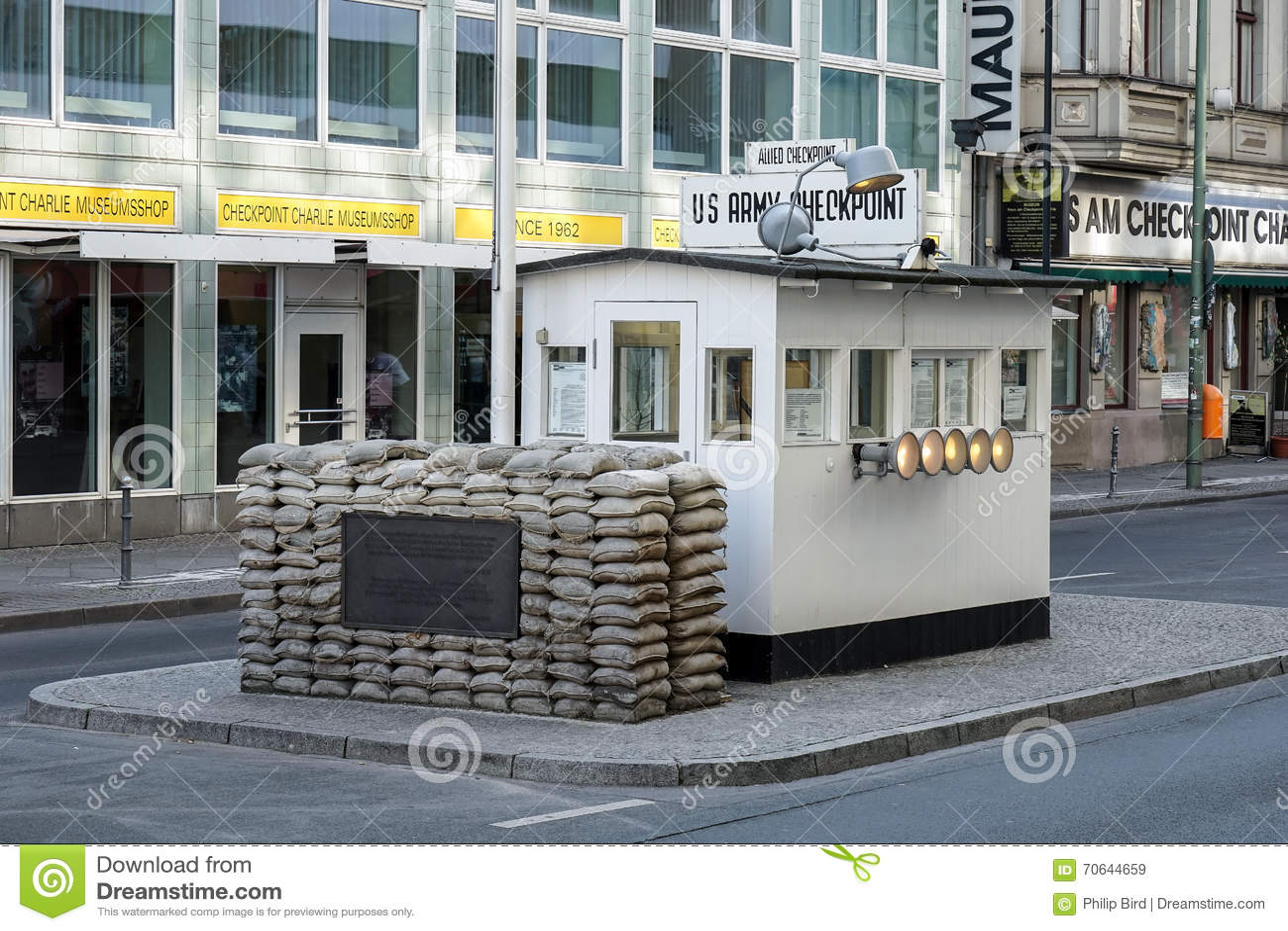 BERLIN, GERMANY/EUROPE - WRZESIEŃ 15: Checkpoint Charlie w Był