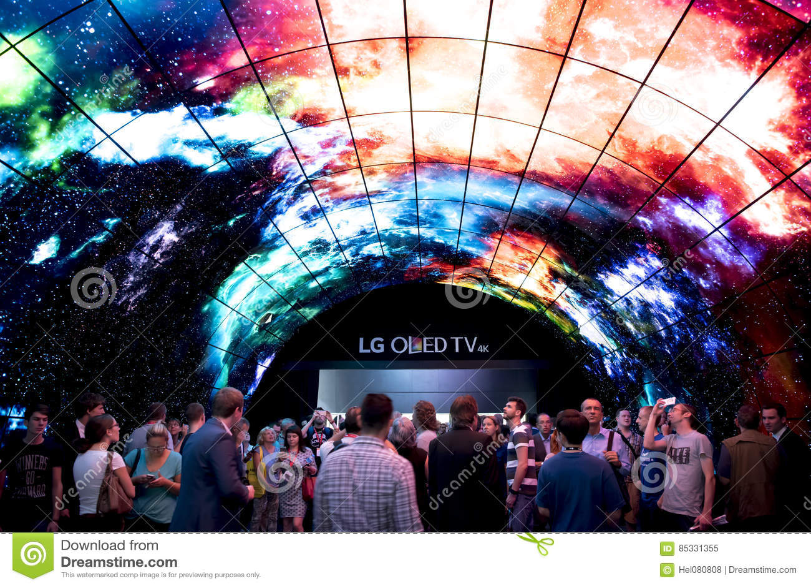 Berlin IFA Fair: Crowds looking at Oled TV