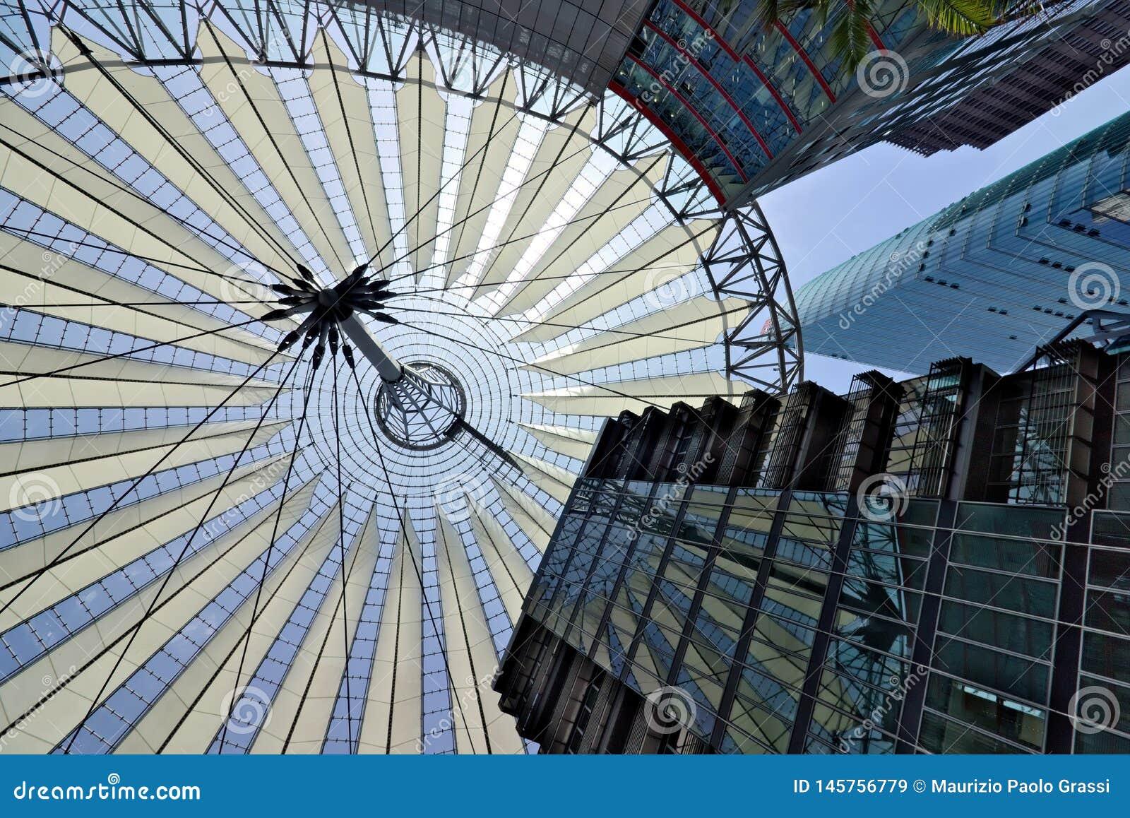 Berlin 06/14/2018 Nowo?ytna architektura Sony centrum przy Potsdamer Platz