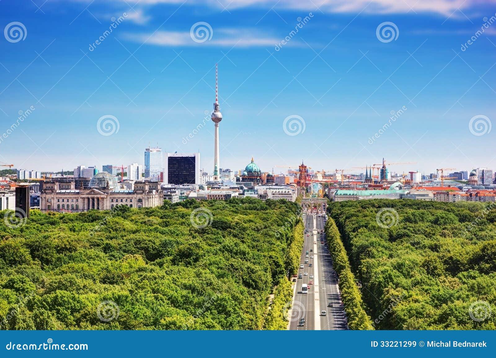 Berlin-Panorama. Berlin Fernsehturm und bedeutende Marksteine