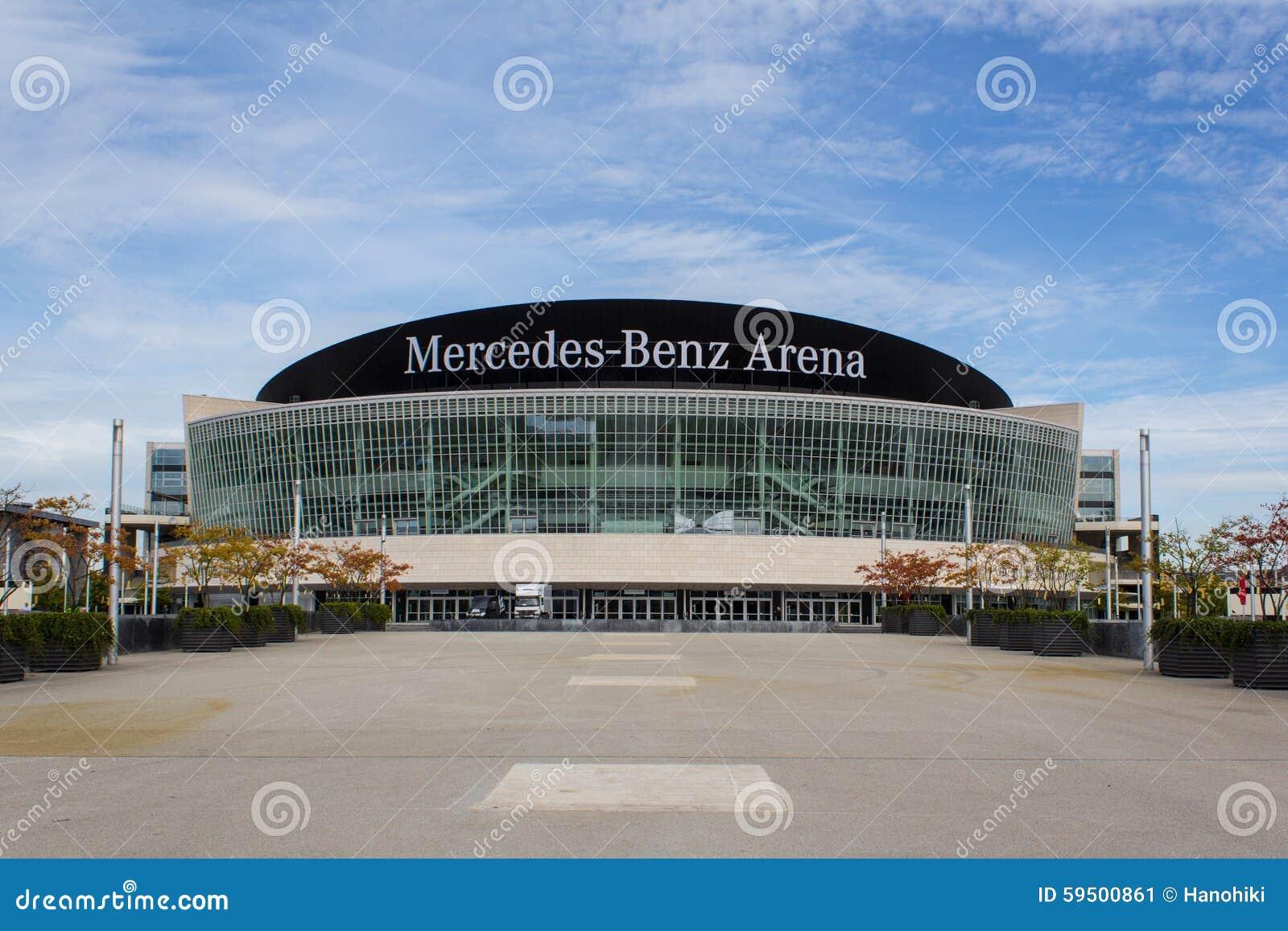 Berlin, am 16. September 2015: Die Mercedes Benz Arena-Fassade in Berlin, Deutschland Mercedes Benz Arena (formal: Die O2 Welt AR