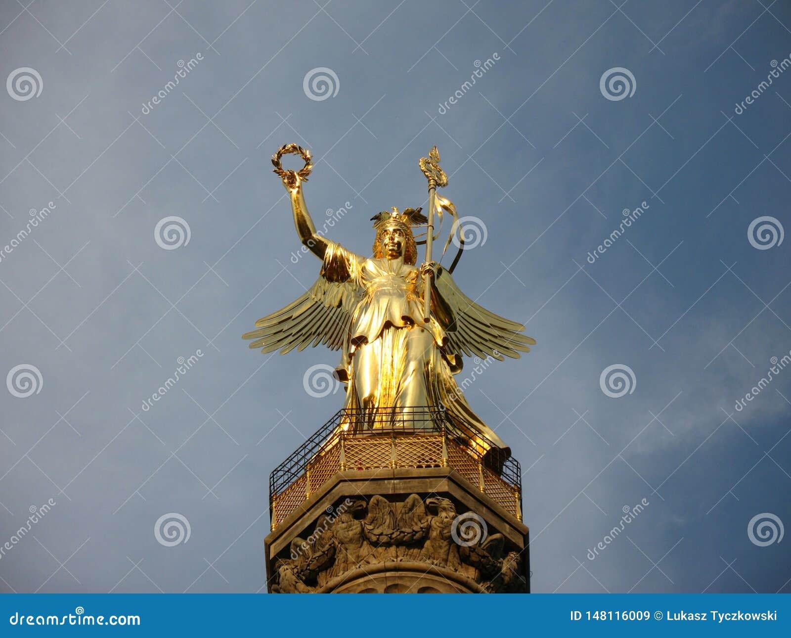 Berlin Victory Column - escultura de bronce de Victoria en Alemania