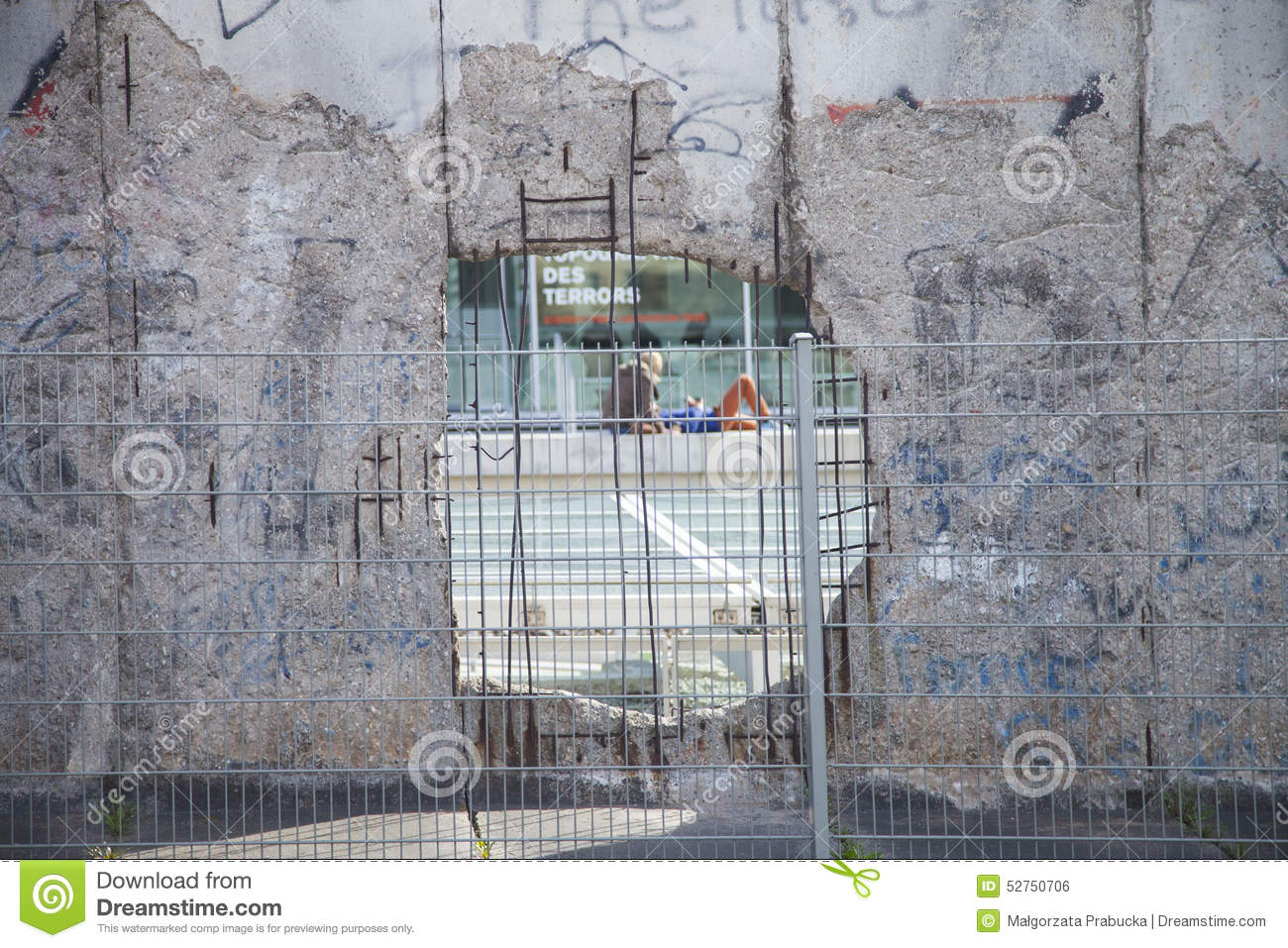 Berlin wall date in Australia
