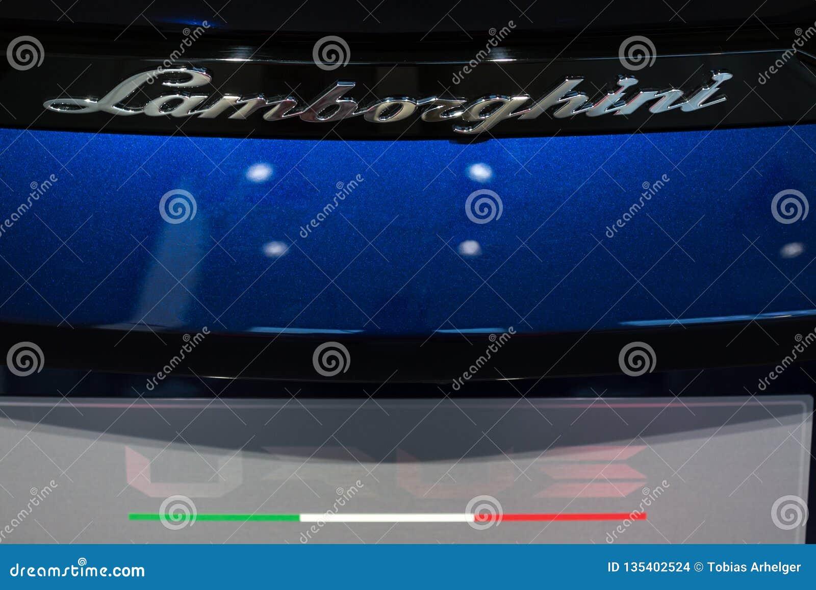 Berlino, Berlino/Germania - 22 12 18: fine dell automobile di lamborghini su dentro a Berlino Germania