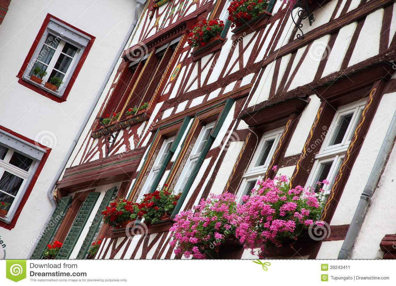 Download Bernkastel-Kues imagem de stock. Imagem de madeira, casa - 29243411