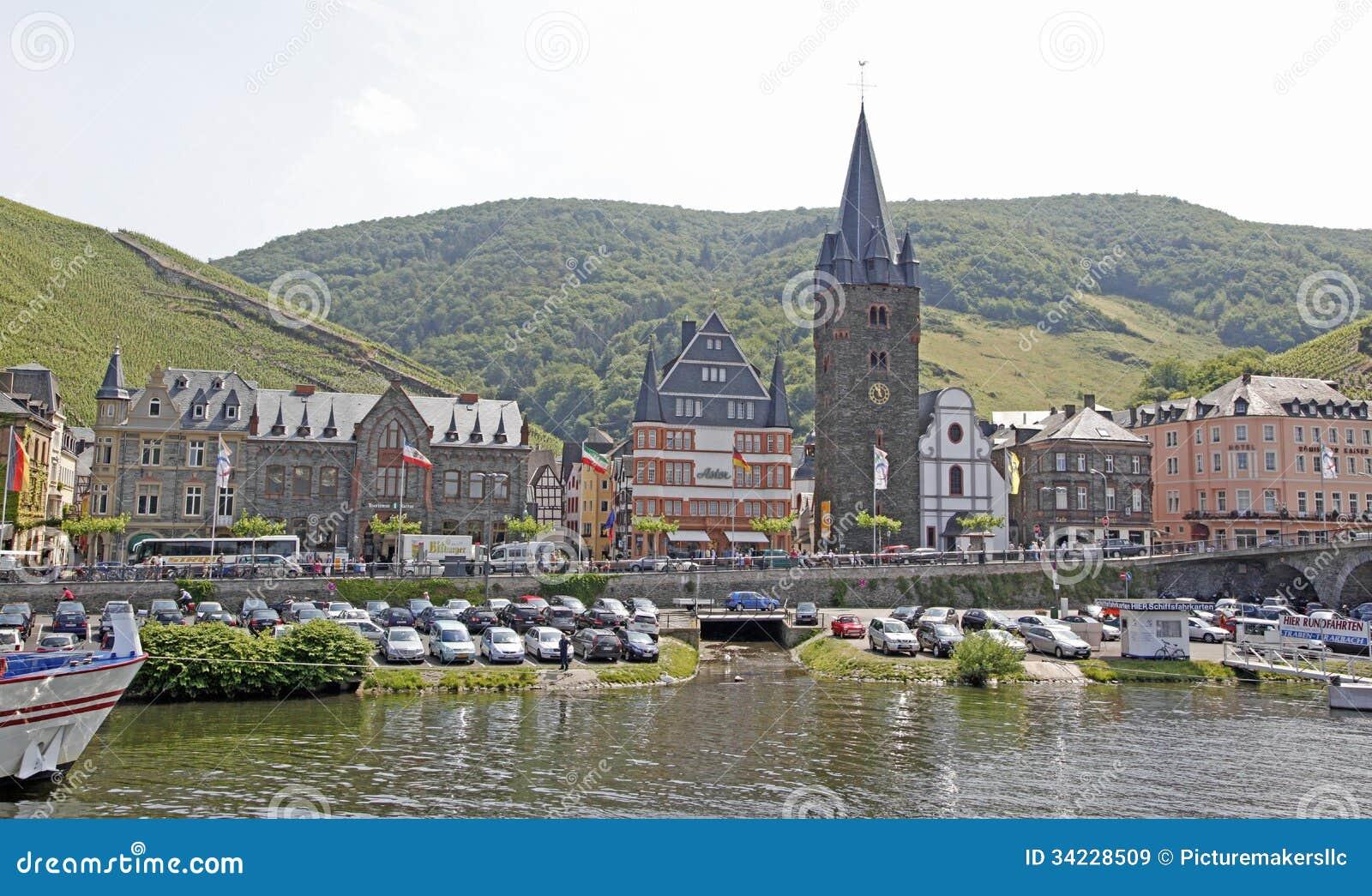 Bernkastel Kues, Duitsland Redactionele Stock Afbeelding   Afbeelding  34228509