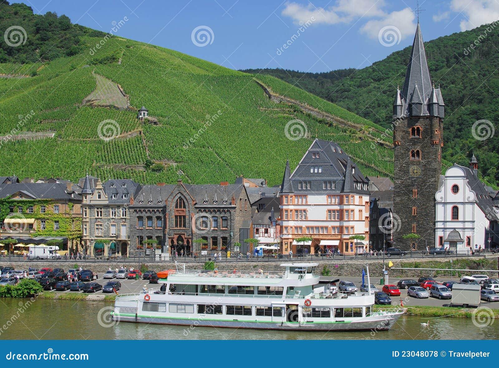 Bernkastel Kues, Rivier Moezel, Duitsland Royalty vrije Stock Foto u0026#39;s   Afbeelding  23048078