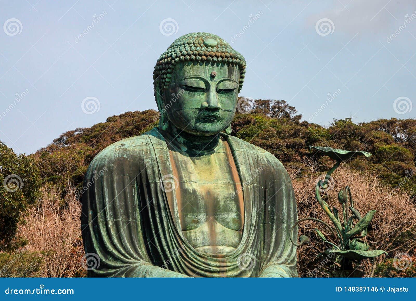 Beroemd bronsstandbeeld van Grote Boedha, Kamakura, Japan