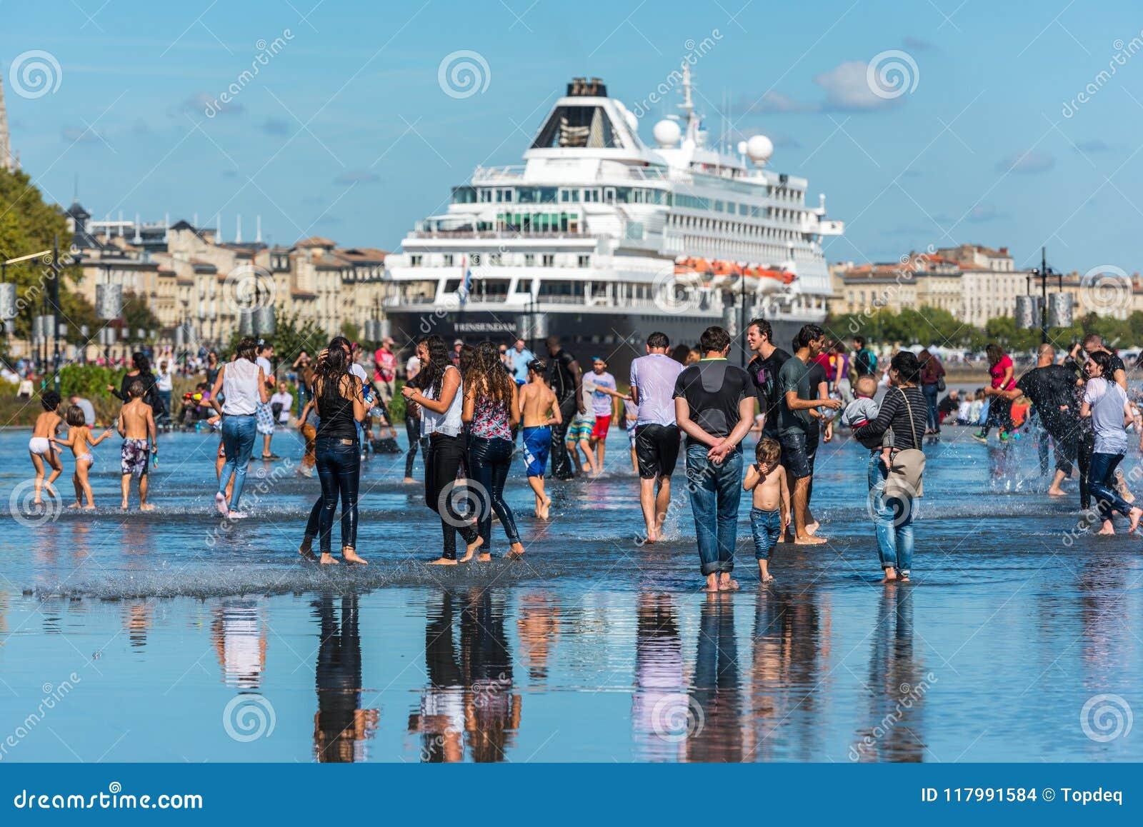 Beroemd Nederlands cruiseschip Prinsendam in Bordeaux, Frankrijk
