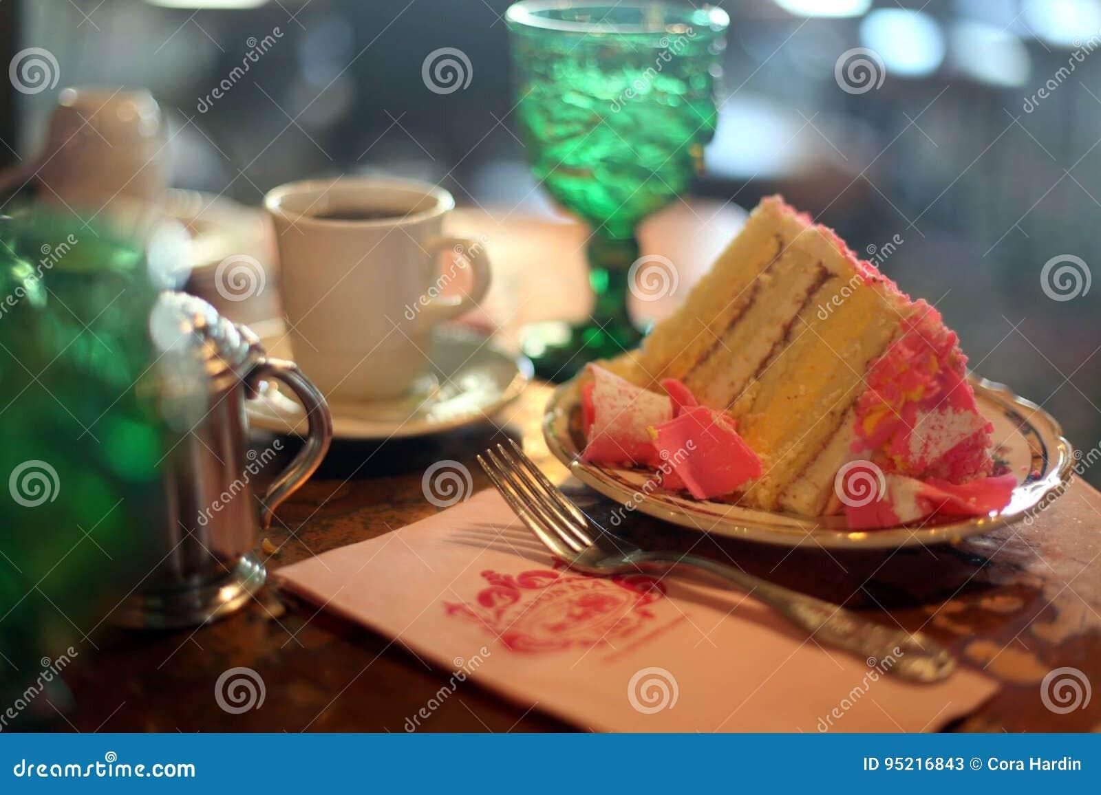 Beroemd Roze die Champagne Cake bij Madonna-Herberg wordt gediend