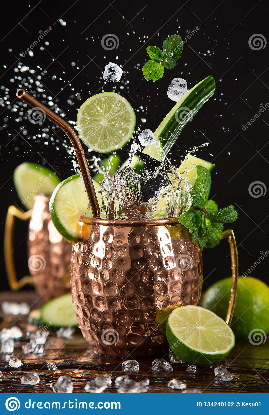 Beroemde bespattende de muilezel alcoholische cocktail van Moskou in kopermokken