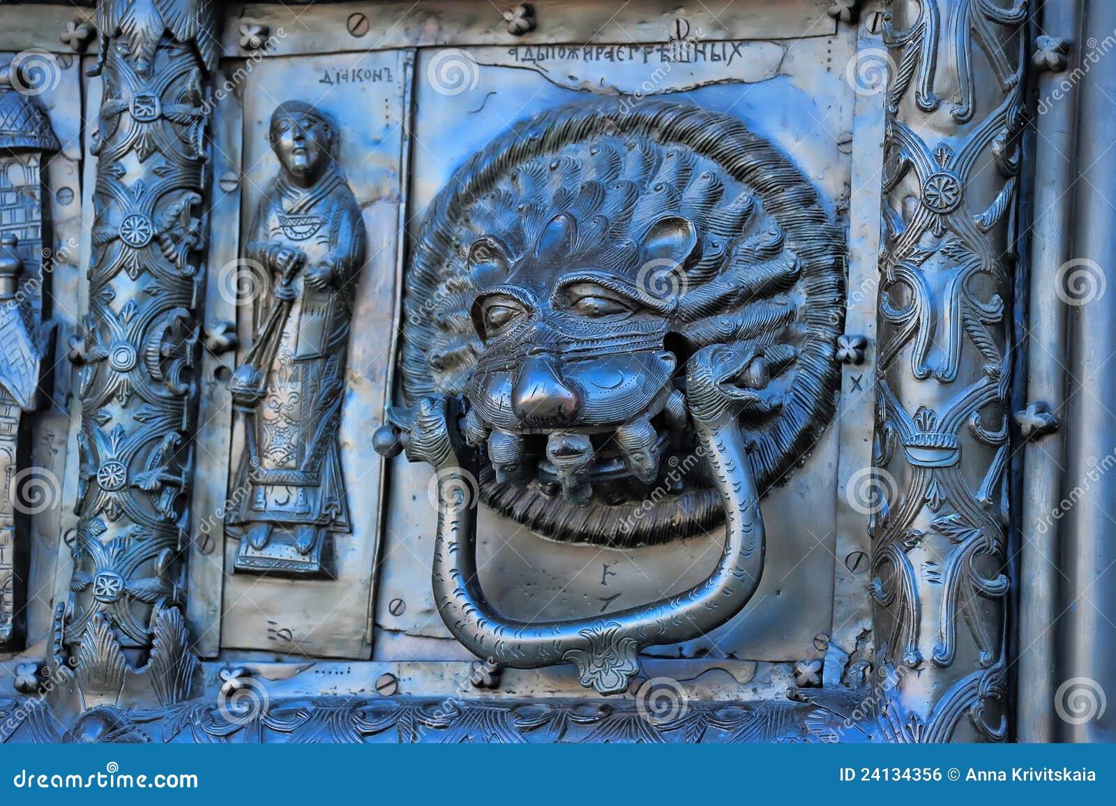 Beroemde de ingangspoorten van het bronswesten van st sophia cathedral in veliky novgorod stock for Decor ingang