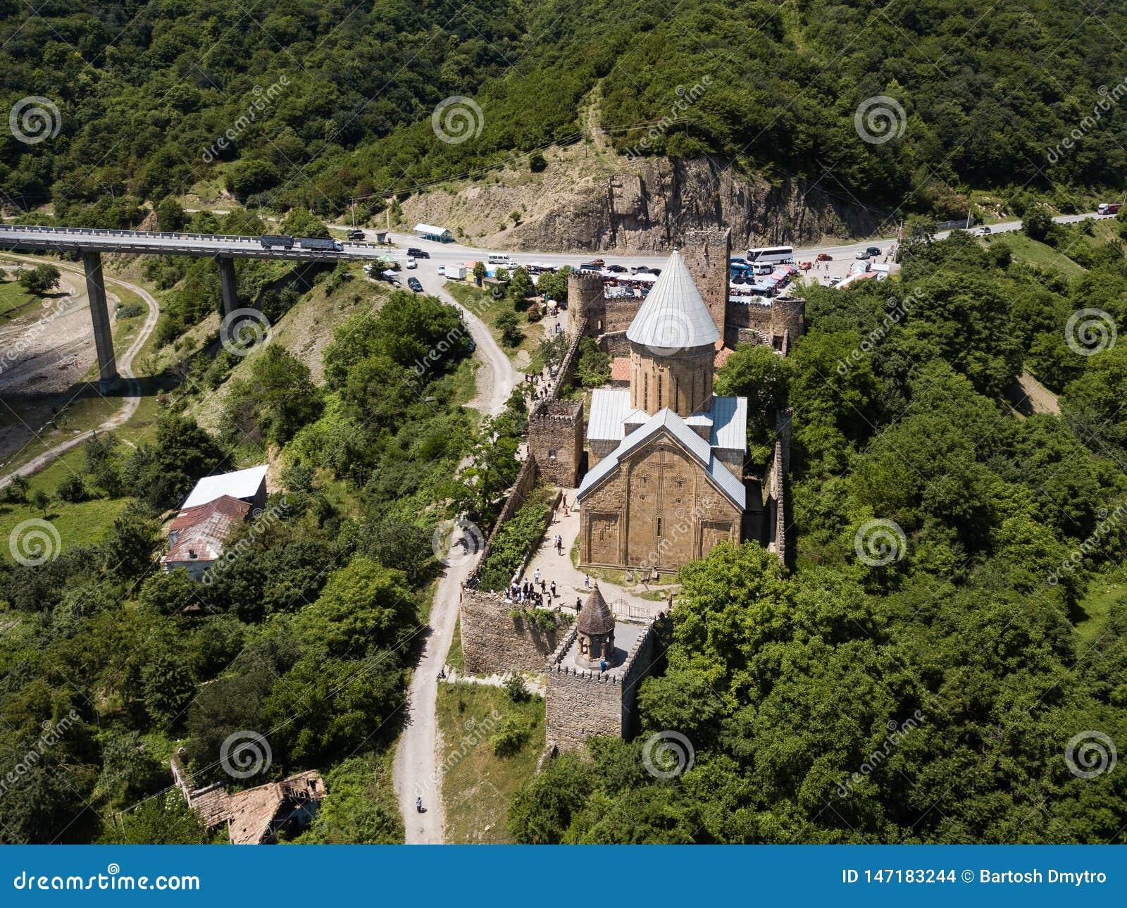 Beroemde Georgi?r die - Satellietbeeld aan Ananuri-complex kasteel bezienswaardigheden bezoeken
