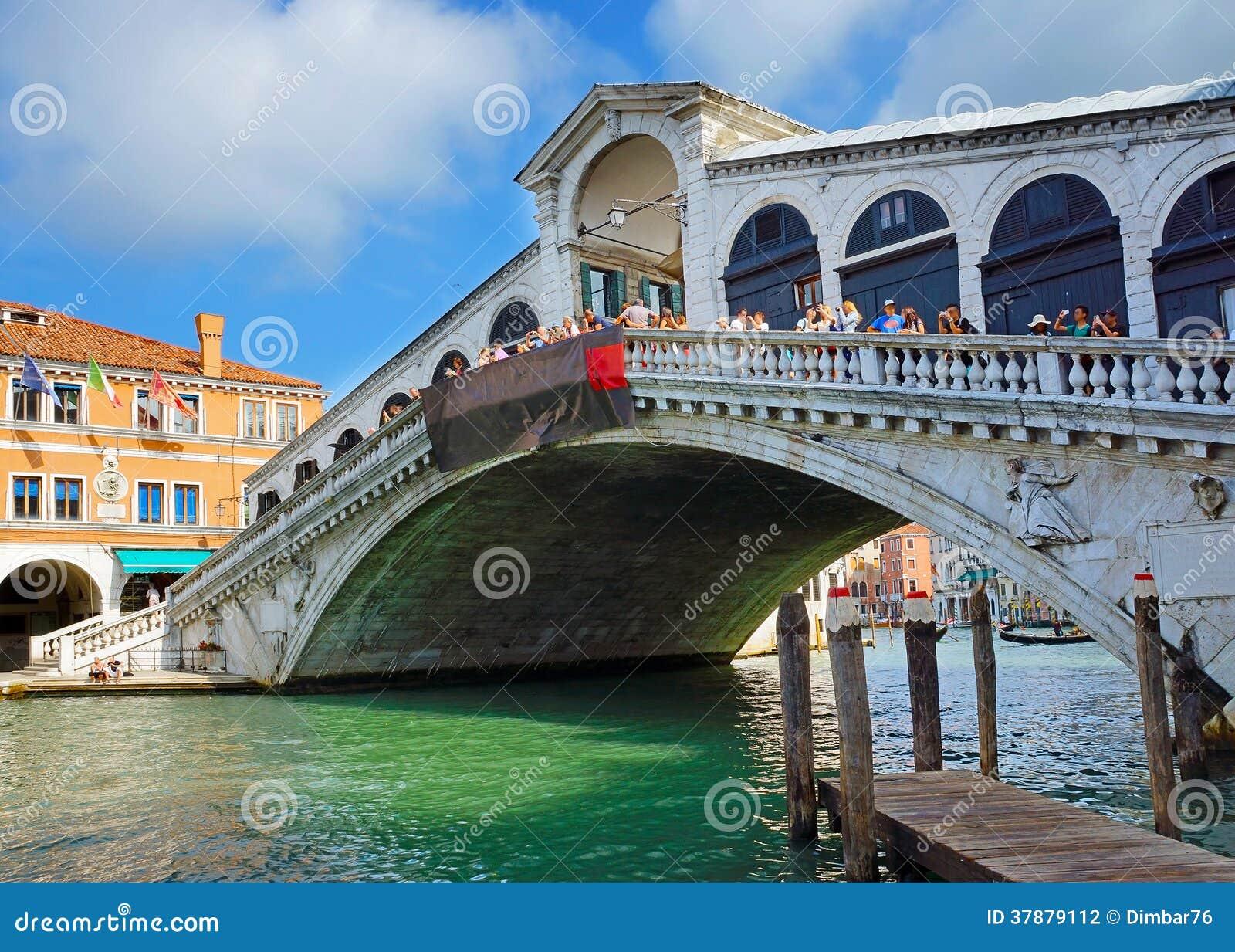 Beroemde Rialto-Brug in Venetië, Italië