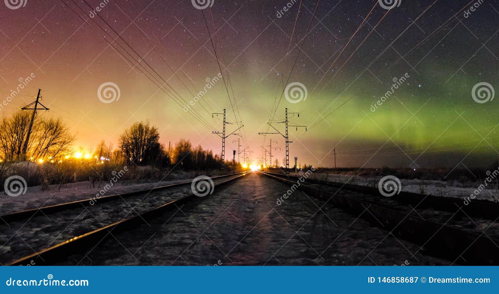 ?berraschende Beschaffenheit von Karelien, Fotos des Sonnenaufgangs und des Sonnenuntergangs, Nordlichter