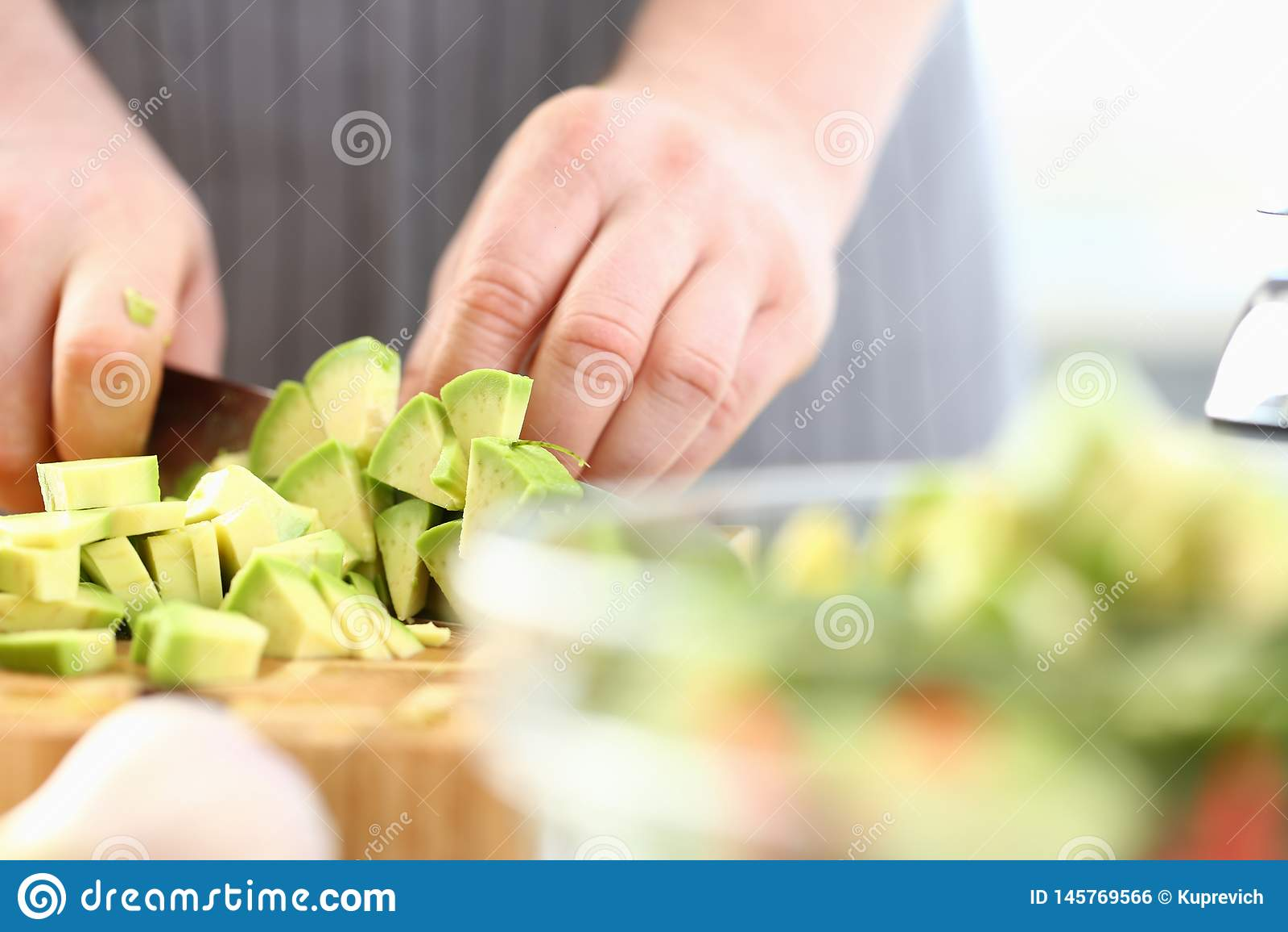 Berufschef-Hands Chopping Exotic-Avocado