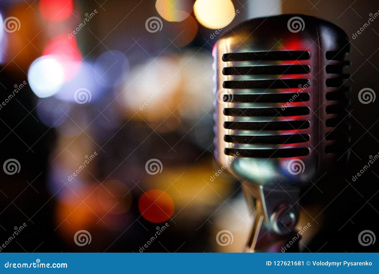 Berufsmikrofon für den Gesang im Karaoke Copyspace
