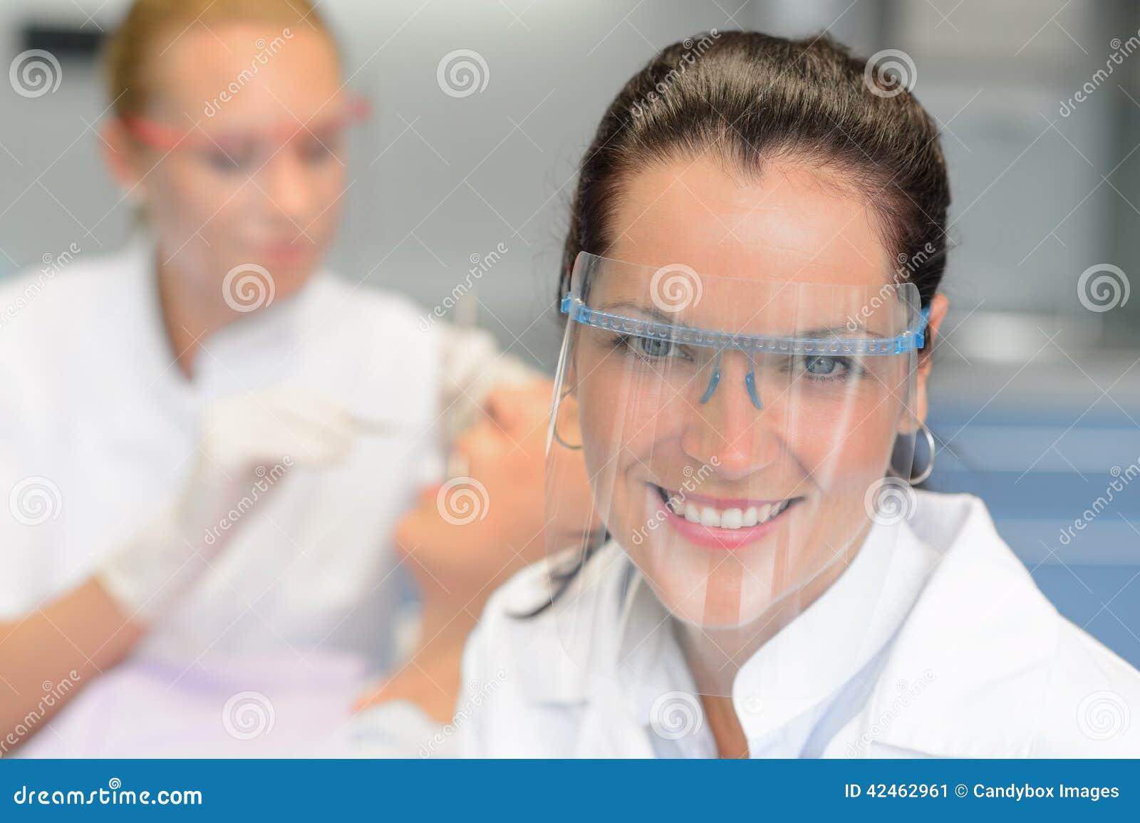 Berufszahnarztschutzgläser-Patientenüberprüfung