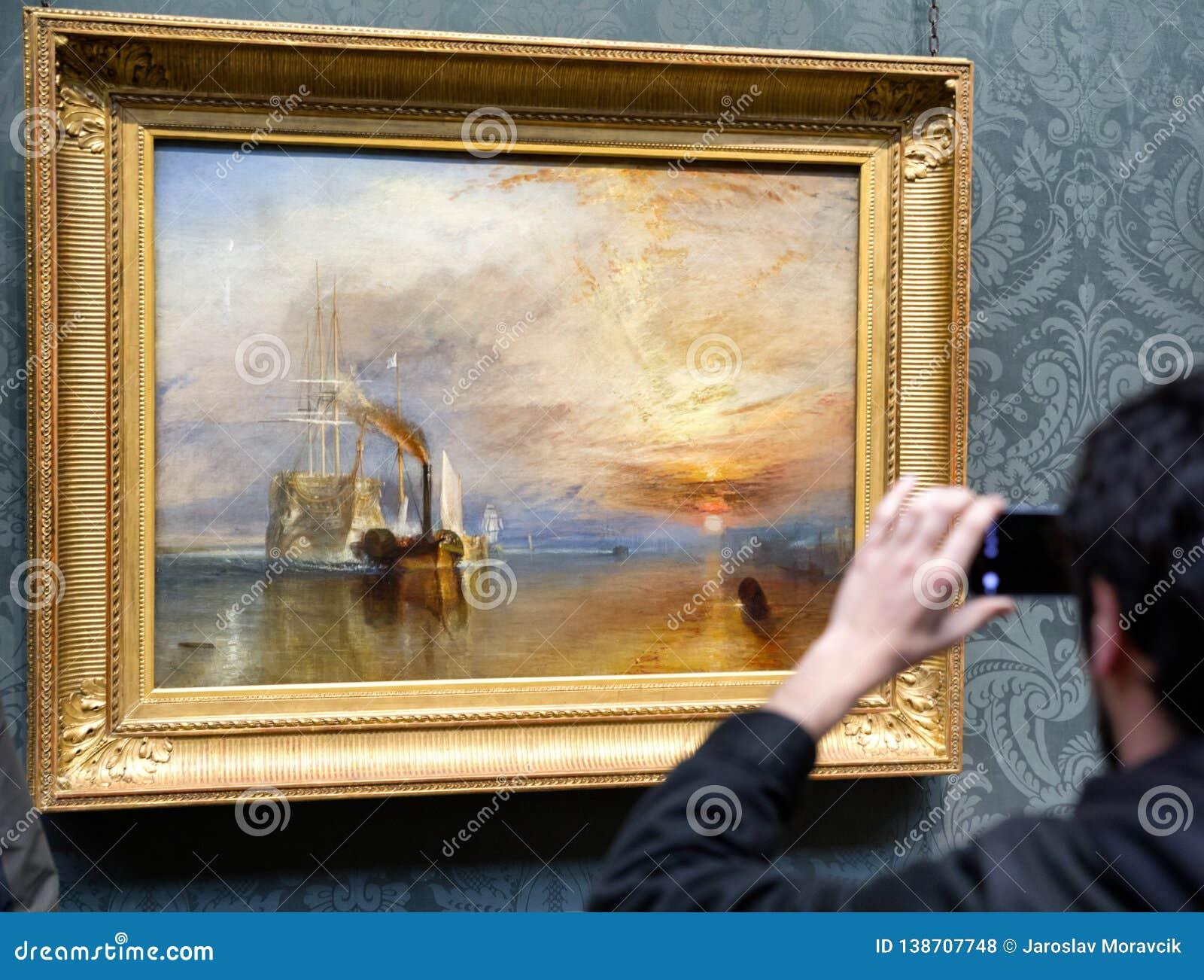 Besökare som ser målning av Joseph Mallord William Turner i nationellt galleri i London