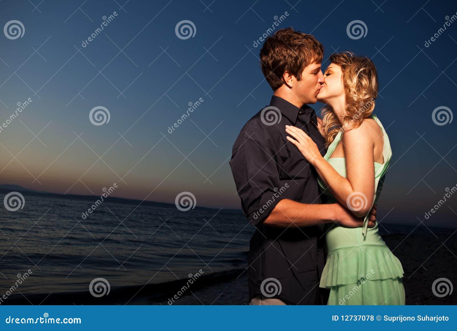 Besar pares románticos