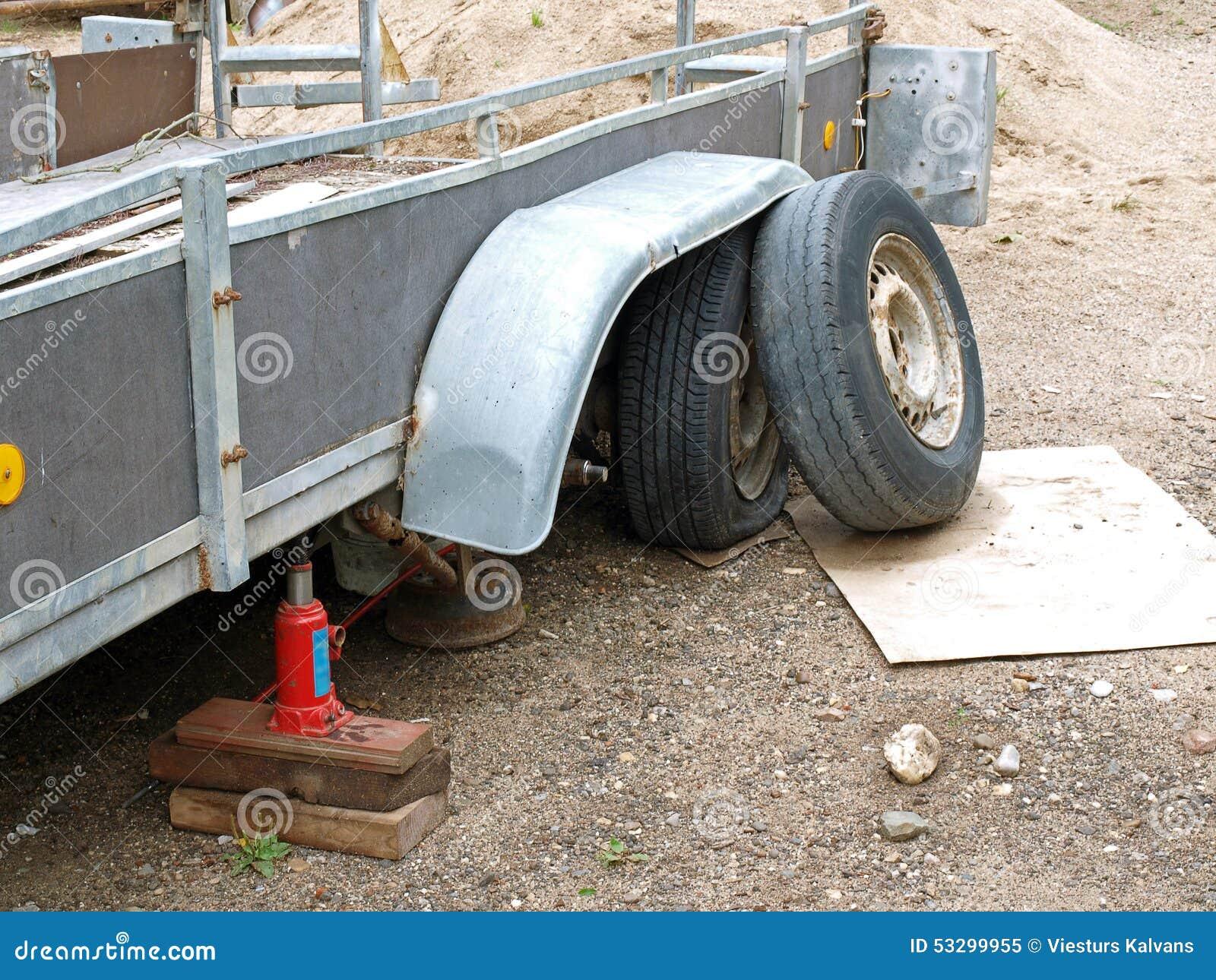 Beschadigde aanhangwagen