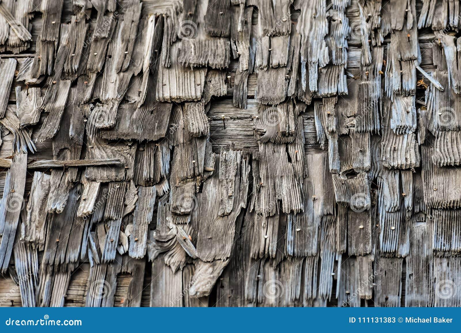Beschaffenheit des altes Holz geschichteten Dachs