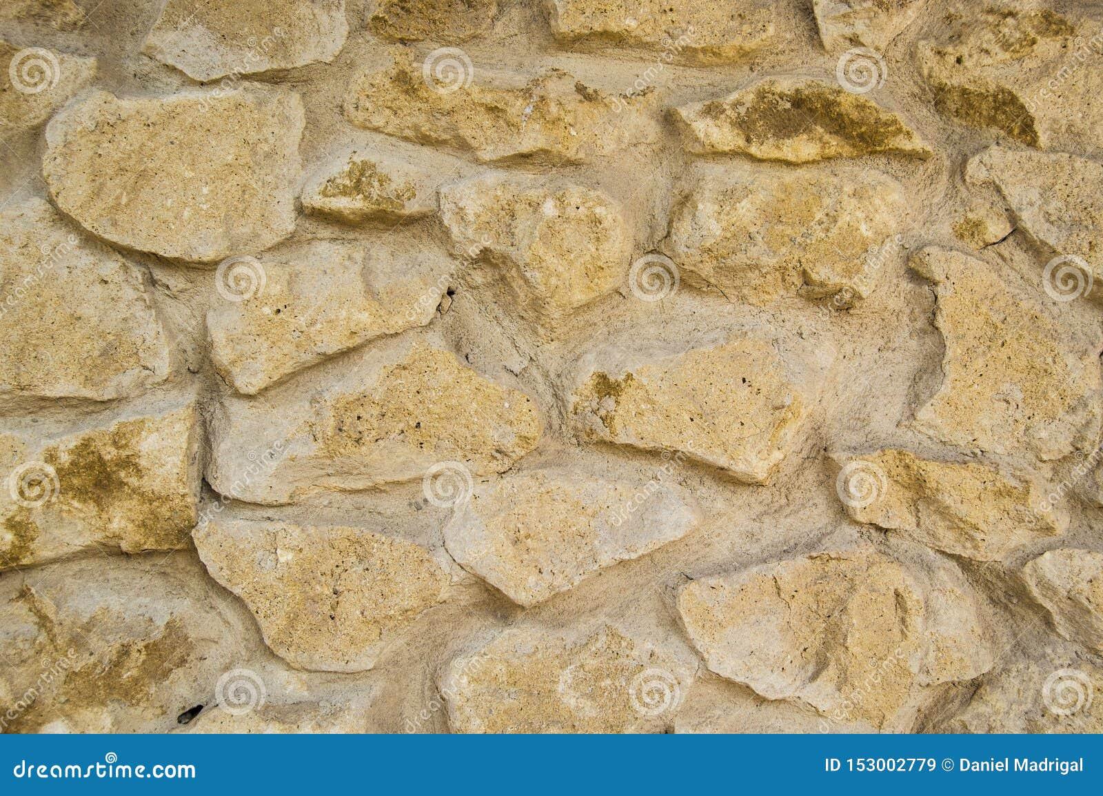 Beschaffenheit einer Steinwand in einem Schloss