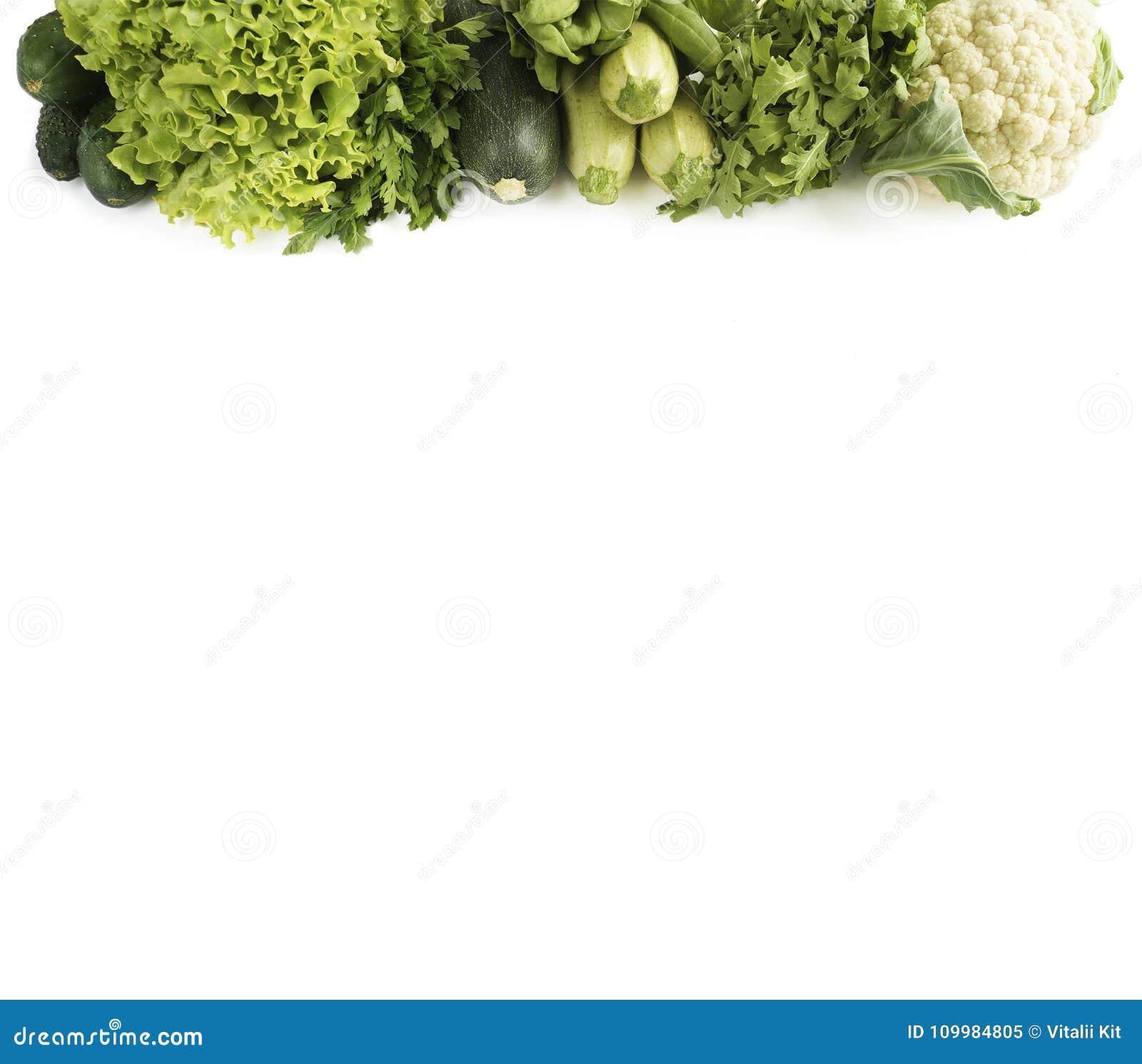 Beschneidungspfad eingeschlossen Vielzahl des grünen Gemüses und der Früchte auf Weiß Gurke, Blumenkohl, Zucchini, Arugula und Ko