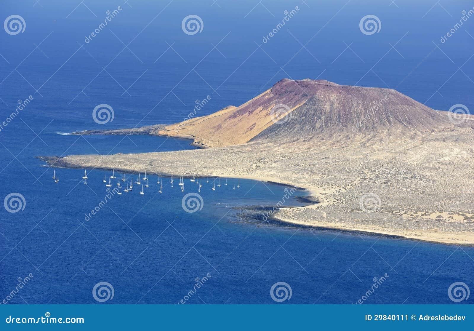 Beskåda av den Graciosa ön från Mirador del Rio, den Lanzarote ön