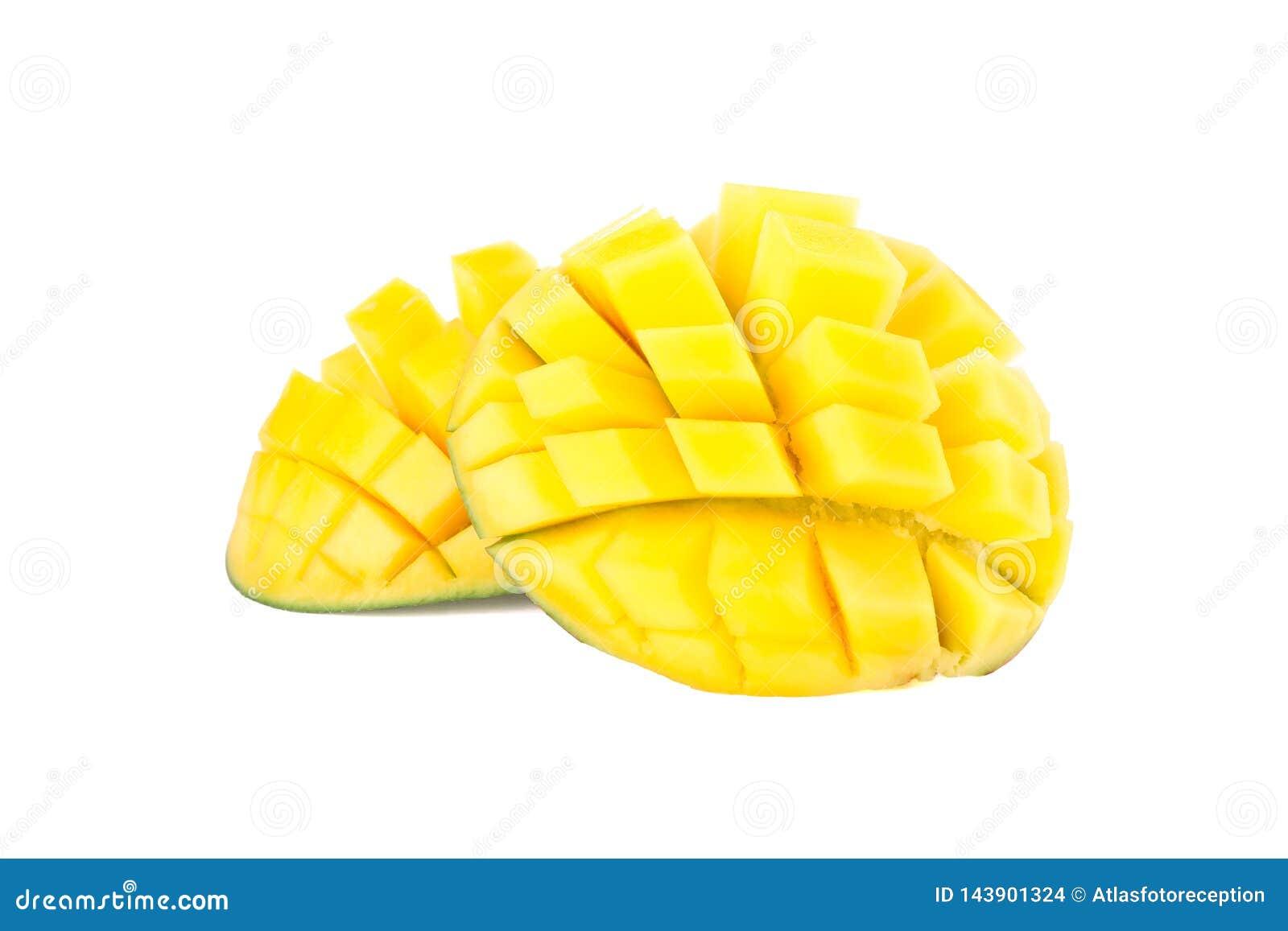 Besnoeiings rijpe die mango s op witte achtergrond worden geïsoleerd
