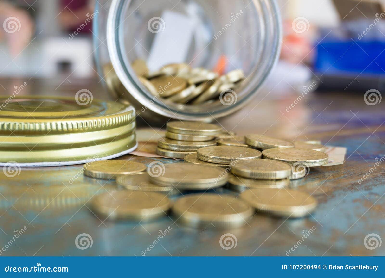 Besparingkrus med mynt och sedeln