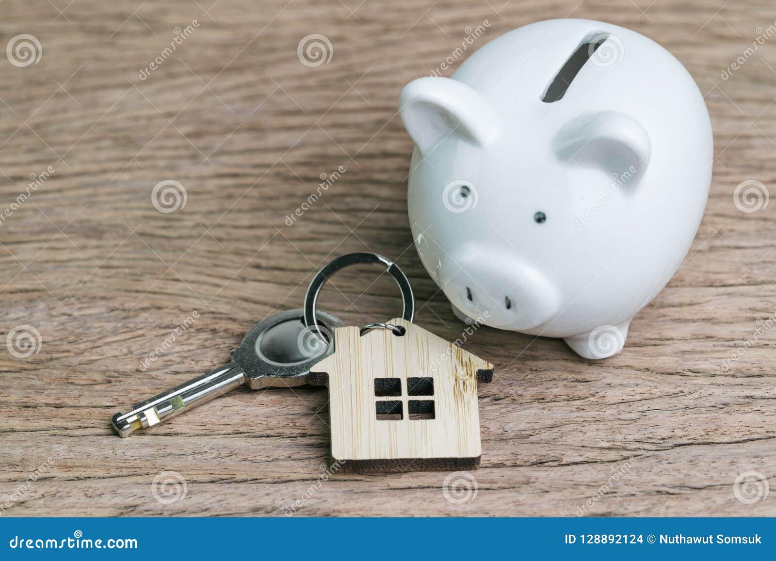 Besparingsgeld voor het eerste huis of huisconcept van de hypotheeklening, sleutel