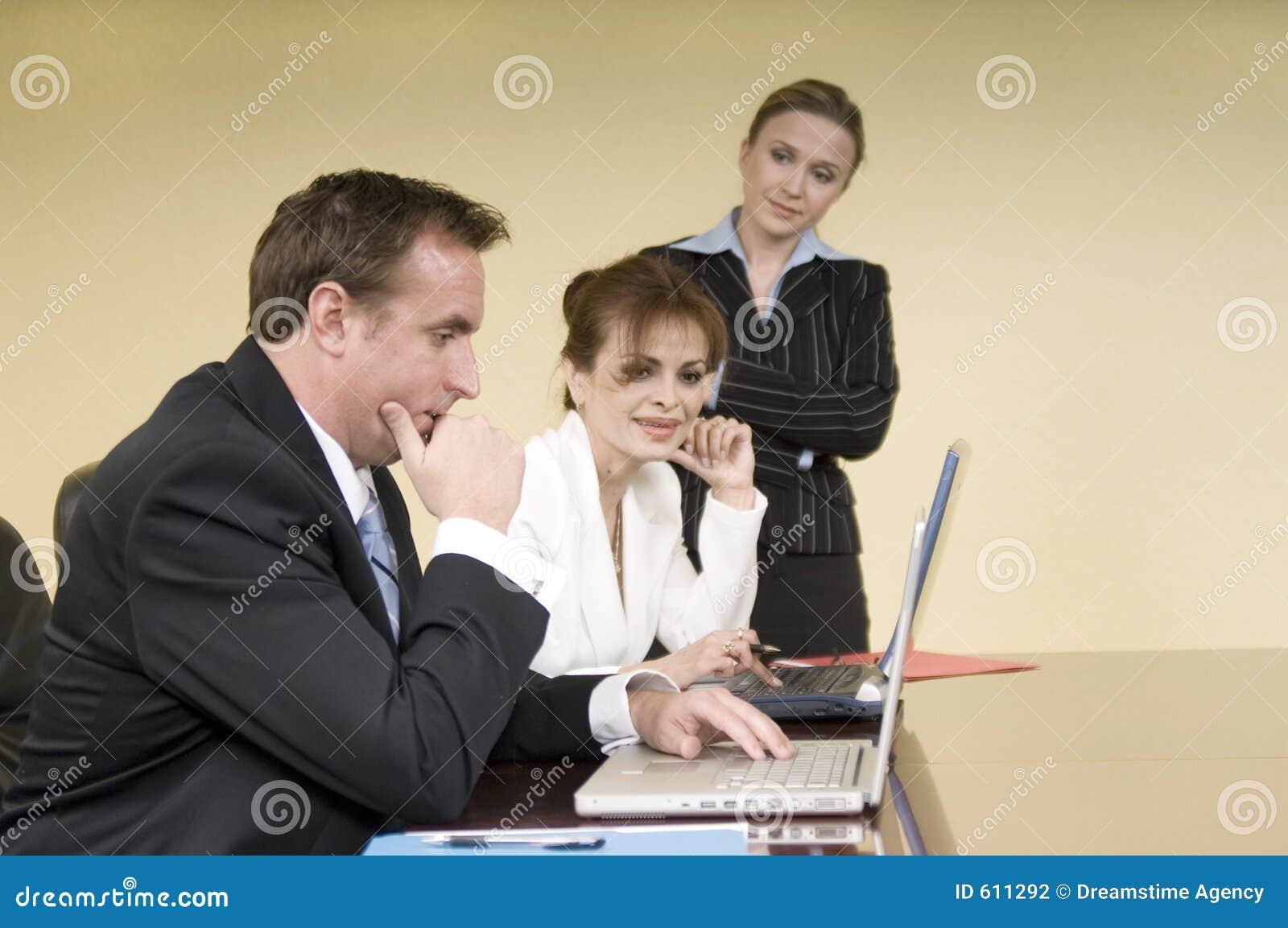 Bespreking in de bestuurskamer